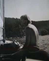 Andunge was 22' sailboat made of mahogany with ash ribs. It had 600 kg heavy iron keel and 14 square meters of sails.